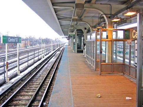 2 blocks to green line Central Station EL