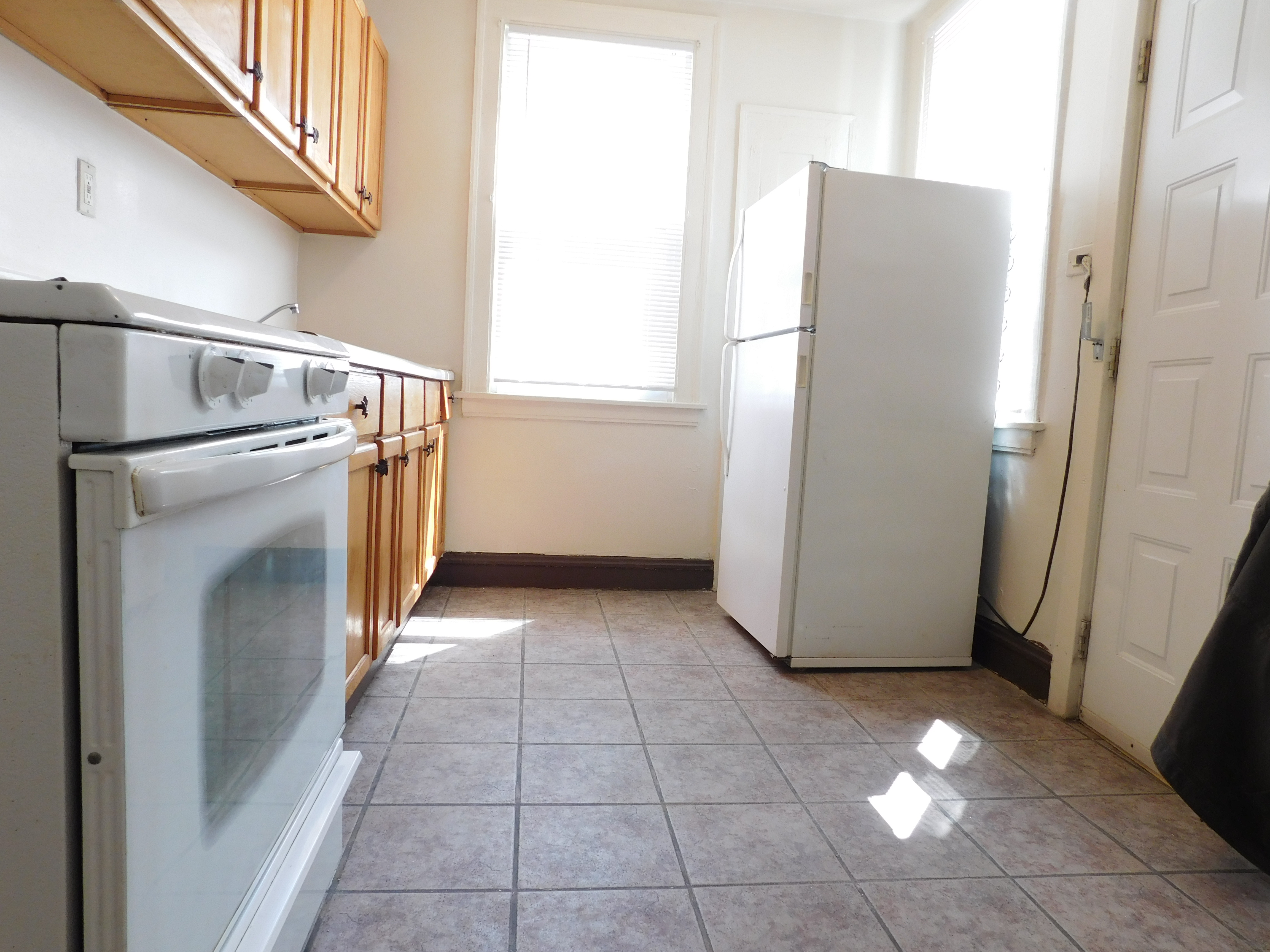 Kitchen of 2 bedroom for rent in Chicago west side