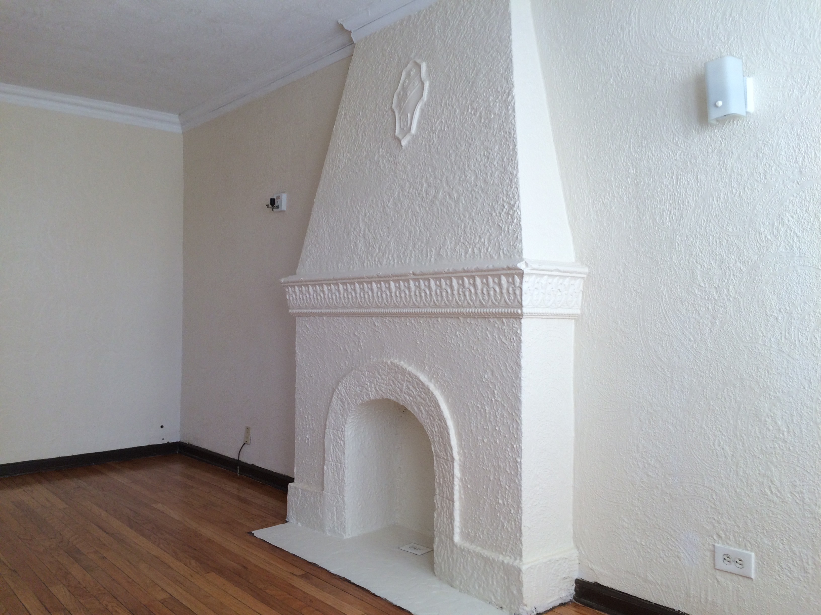 Living Room w/ decorative fireplace