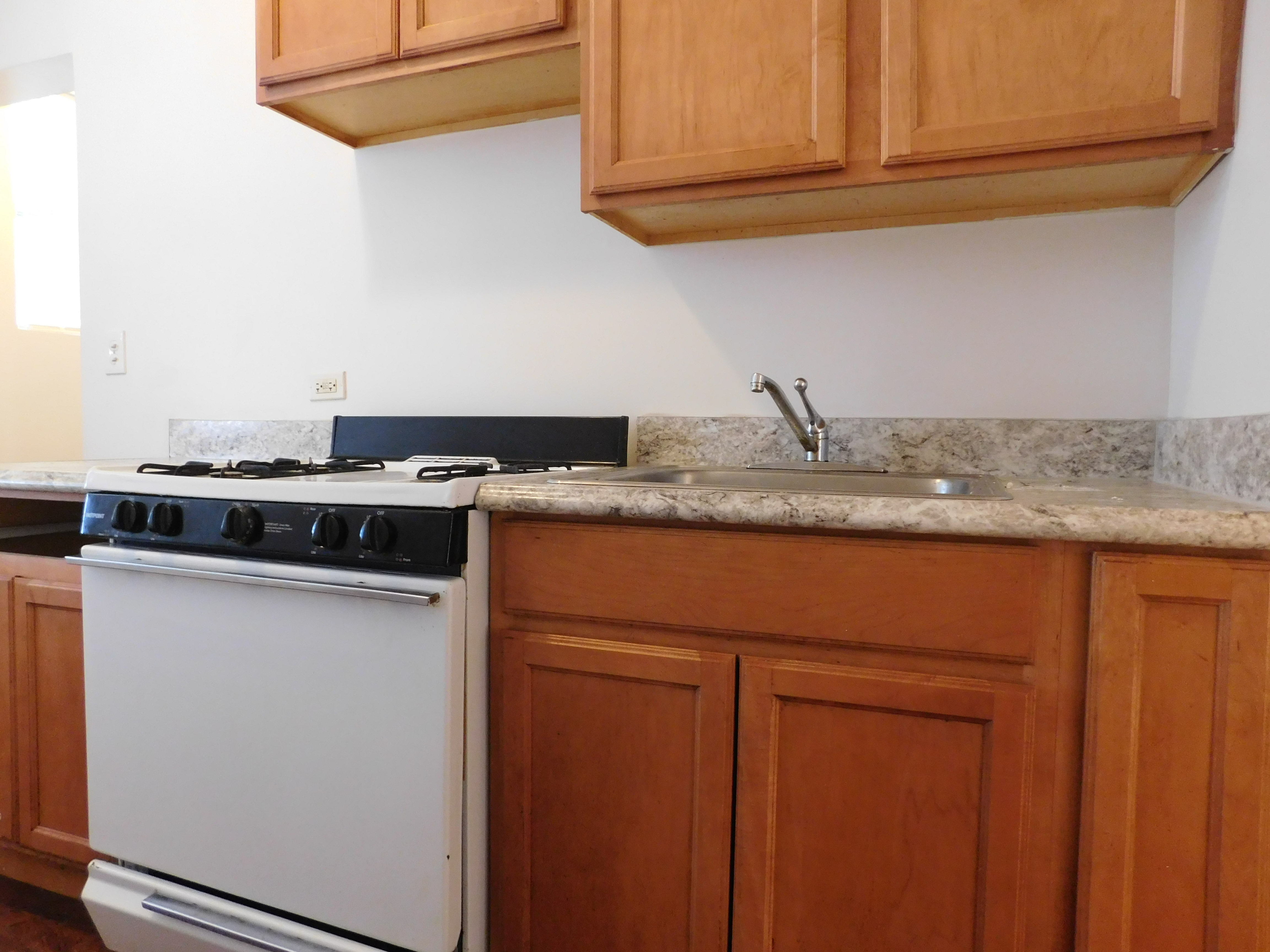 1BR Apartment for rent at 335 N Pine, Chicago, IL. 60651, Kitchen
