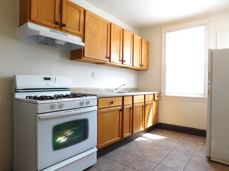 2 bedroom apartment in 60644 -Kitchen