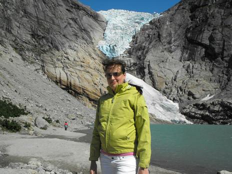 Переводчик Анастасия Рыжеволова Ледник Бриксдалсбреен Норвегия 2011 год