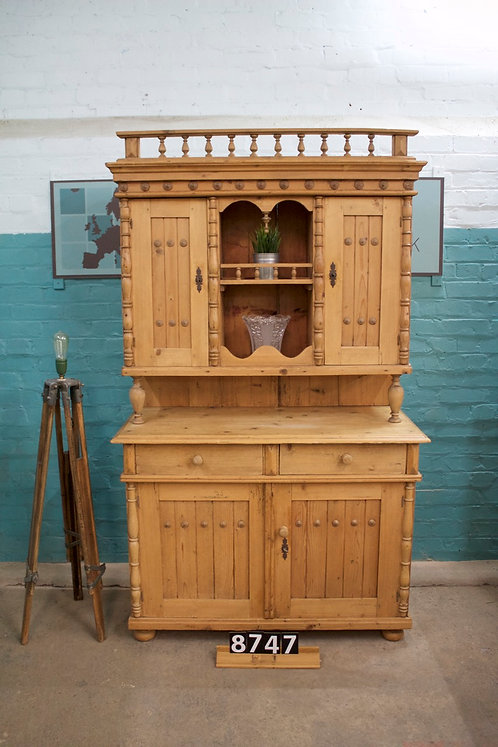 Waxed Dresser 8747