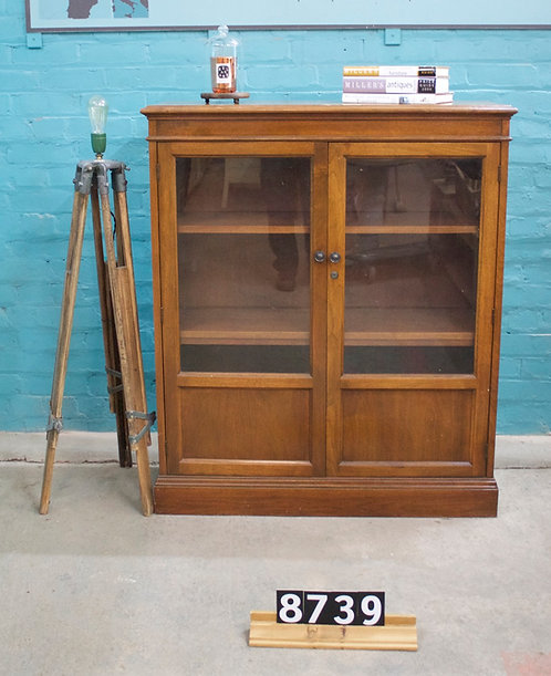 Mahogany Display 8739
