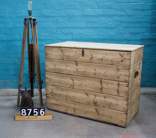 Box/Coffer 8756