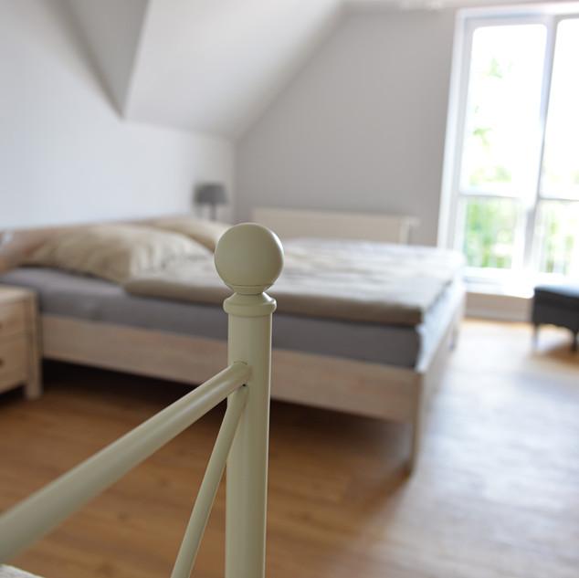 Schlafzimmer_1.FLOOR_1.JPG