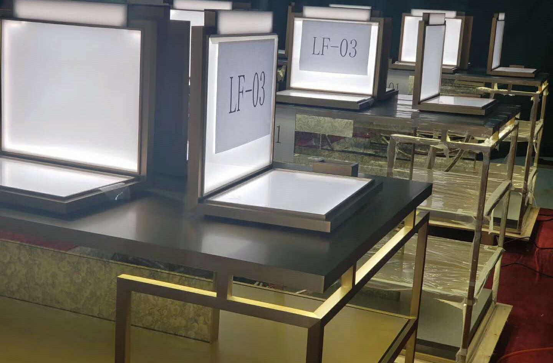 Four Season Hotel display counter in Mac