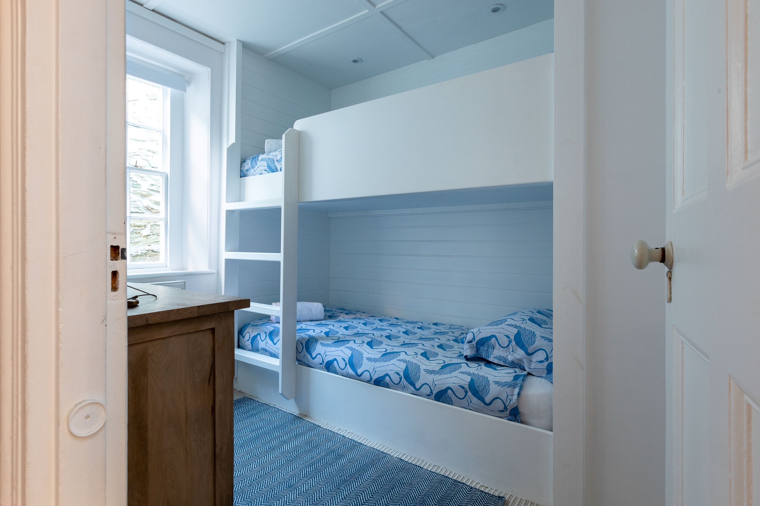 Built in bunk beds 21 Island street Salc