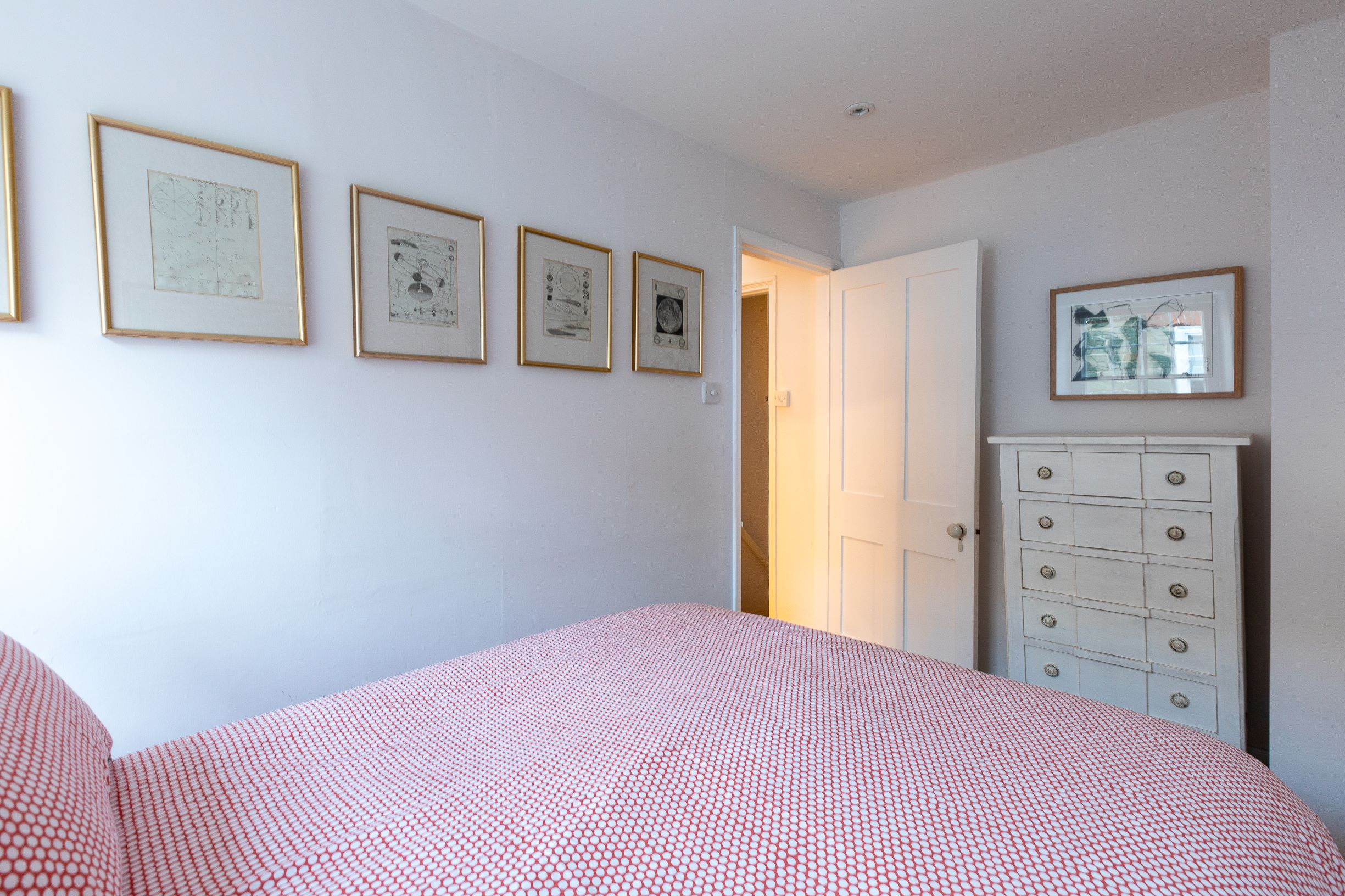 main bedroom 21 island street salcombe