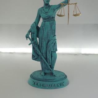 Themis heykeli - bakır oksit renk