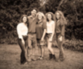 Family%25252520(1%25252520of%252525201)_edited_edited_edited_edited.jpg