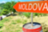 botti di vino, campagna, colline, cartello stadale Moldova Moldavia
