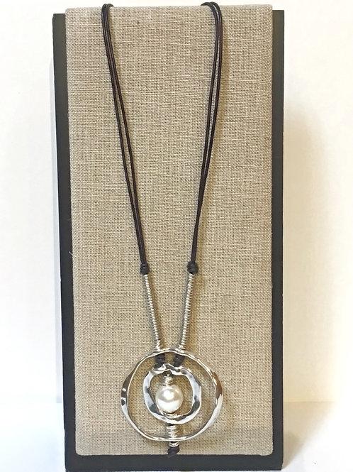 Uno de 50 Pearl & Leather Necklace