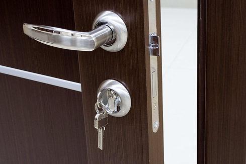 come-sostituire-la-serratura-della-porta