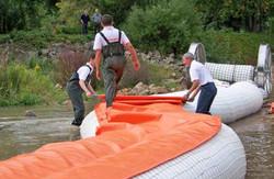 Instalación de diques inflables