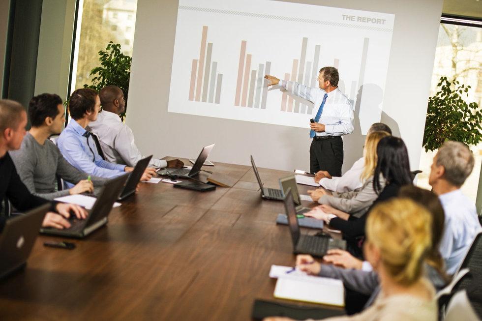 Logistics consultant - Sim Logistics - Presentation of results for the customer.