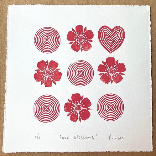 Love blossoms /4