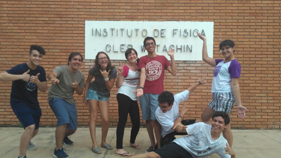Equipe Brazinga, formada pelos estudantes do COTUCA, classificada entre as 30 primeiras da competição Beamline for Schools (BL4S), do CERN.