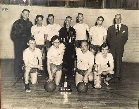 Équipe de Basketball 1947 Archives Musée de Lachine Don de M. Arthur Jordon