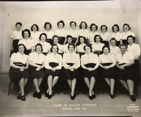 Club de quilles Riverside, saison 1943-1944  © photo C.A. Barbier Lachine  Archives Musée de Lachine