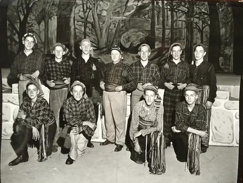 Figurants des Pays d'en haut Pageant 1944 C.A. Barbier  Archives Musée de Lachine [P26-A]
