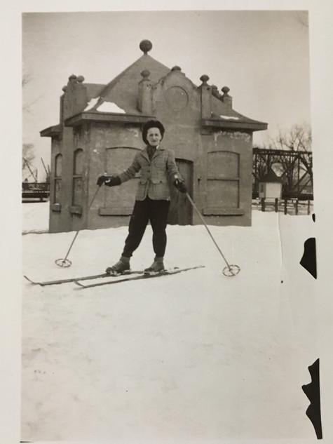 Ski de fond Promenade Marquette Lachine en fête, 1942 Archives Musée de Lachine [P27-C]