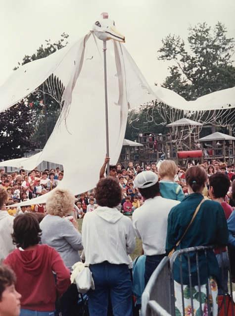 Défilé lors des Fêtes de Lachine  1985  © Andrew Taylor  Archives Musée de Lachine [P24-C]