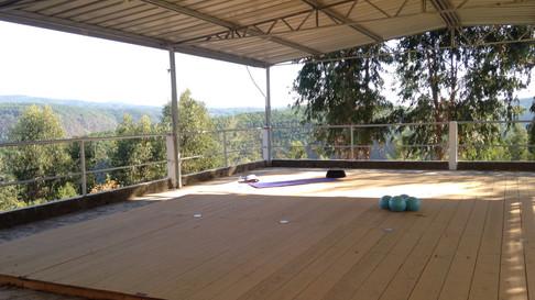 Diese Fläche nahe des Grundtsücks kann zusätzlich für Yoga und Pilateseinheiten genutzt werden