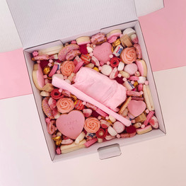 pink wrapped centrepiece.jpg