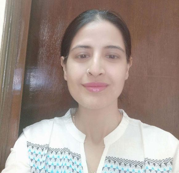 Dr. Parul Photo.jpg