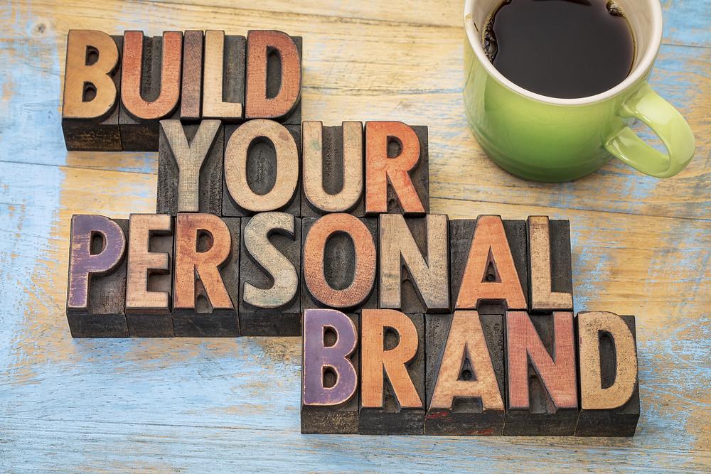 Marka osobista, Twój wizerunek, pracuje dla Ciebie non-stop. Wpływa na Twoją pozycję społeczną, zawodową i towarzyską. Umiejętnie wykorzystany będzie kluczem do wielu sukcesów.