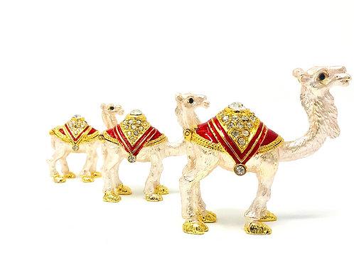 SET OF THREE CAMELS
