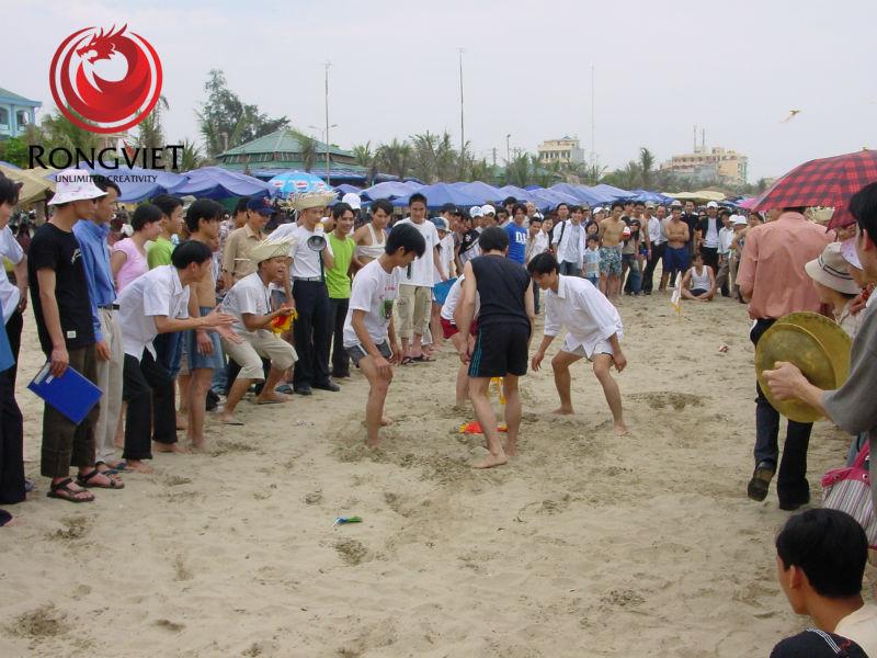 Trò chơi teambuilding ngoài trời trên bãi biển năm 2007