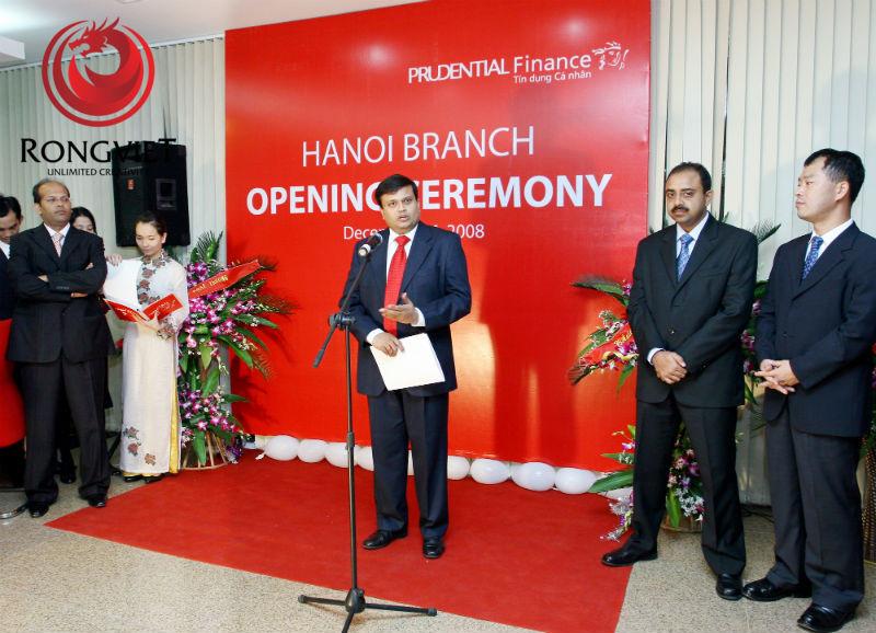 Lãnh đạo của công ty phát biểu trong buổi khai ra mắt