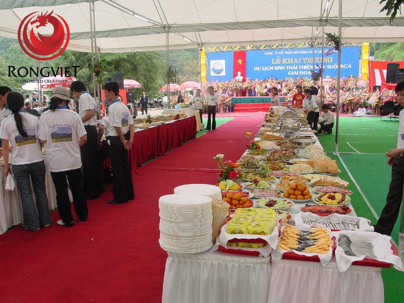 Rồng Việt phụ trách tổ chức sự kiện và chuẩn bị bữa ăn cho các quan khách
