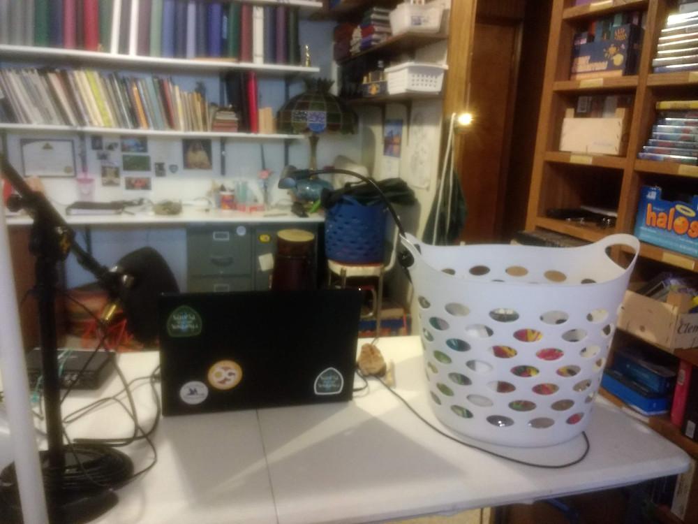 mic computer basket