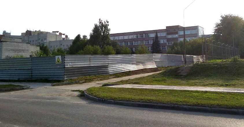 От школы отрезан кусок территории. За за