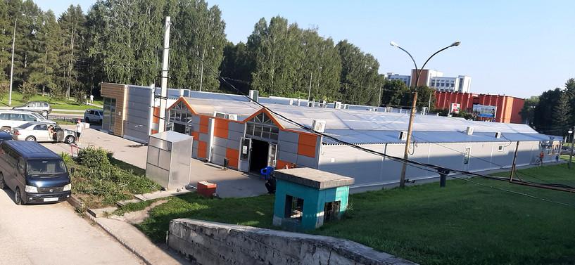 Сарай-базар на фоне научного центра. Вид