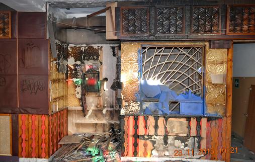 Баня. Выгоревшая телефонная кабина..jpg