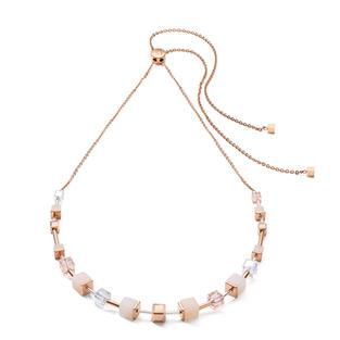 Dieses zarte roségoldene begeistert durch zeitlose Eleganz und innovativen Schiebeverschluss, der die Trägerinnen entscheiden lässt, welche Länge ihre Kette haben soll.