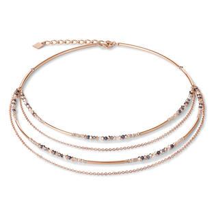 Fein, zart, elegant: Diese filigrane Halskette aus roségoldenem Edelstahl und Swarovski® Kristallen passt zu jedem Outfit und und zu jeder Tageszei