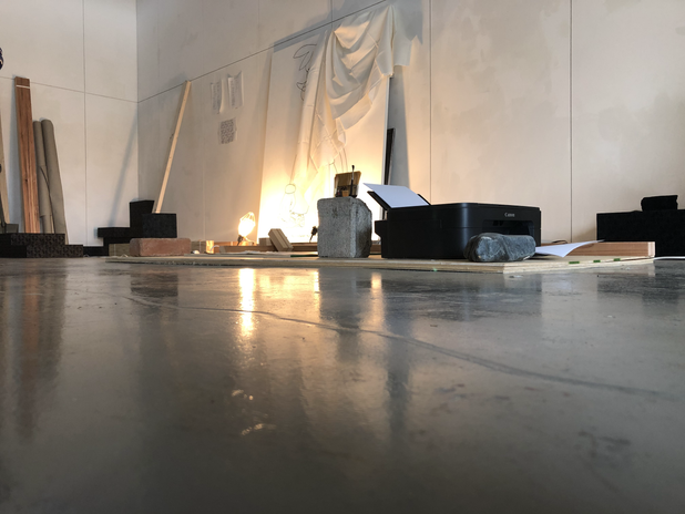 """""""tiny site""""  2019 / mixed media / installation  齊藤隆嗣と林田双葉によるアートプラクティス。 「ここに片付けました」  鑑賞者や、場所、そこに在る作品の関係者など、実在のプレイヤーの振る舞いの軌跡(記録)や、 [架空の文明]の者がそこに""""いた""""形跡([彼ら]が落書きの猫の姿を借りて""""こちら側""""に接触を試みるフィクション)など、様々なアプローチが煩雑に入り混じって空間に「収納」されている。 (会期中、裸の材木や、既製品に対する架空の文明からのラベリング、コピー機を用いた迷い猫についての配布型ドローイングやアニメーション、展示中止のパフォーマンスなどが二つの会場に用意されていた。第二会場は鑑賞者以外の者に対しては秘匿されている。)  Art practice by Saito Takatsugu and Hayashida Futaba. 'I'm Tidied Here'  Various approaches are cumbersomely mixed and """"stored"""" in the space, including traces (records) of the behavior of real players, such as viewers, places, and people involved in the work in question, as well as traces of """"being"""" there by [fictional civilization] (a fictional attempt to contact """"this side"""" by borrowing the form of a graffiti cat). (During the course of the exhibition, there were two venues for bare lumber, labeling of off-the-shelf items from a fictional civilization, handout drawings and animations about lost cats using a photocopier, and a performance of the exhibition cancellation. The second venue was kept secret from non-viewers.)"""