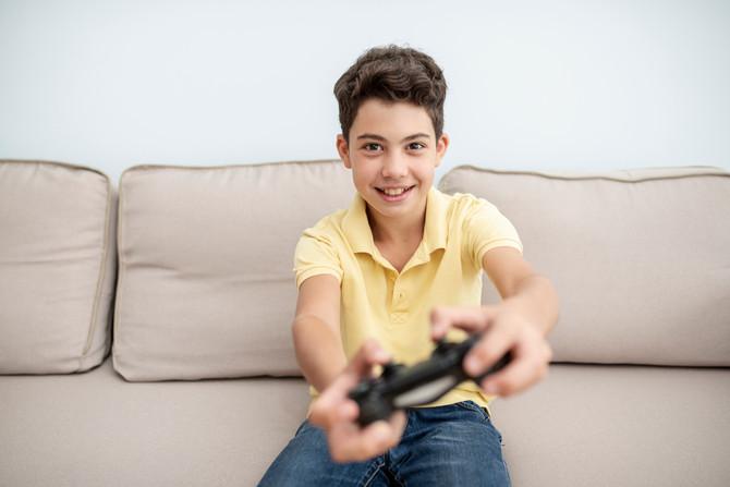 Pregunta: Ahora que estamos en casa, mi hijo usa más los videojuegos, ¿eso es malo?
