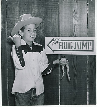 Frogs - Kids with frogs 1959.jpg