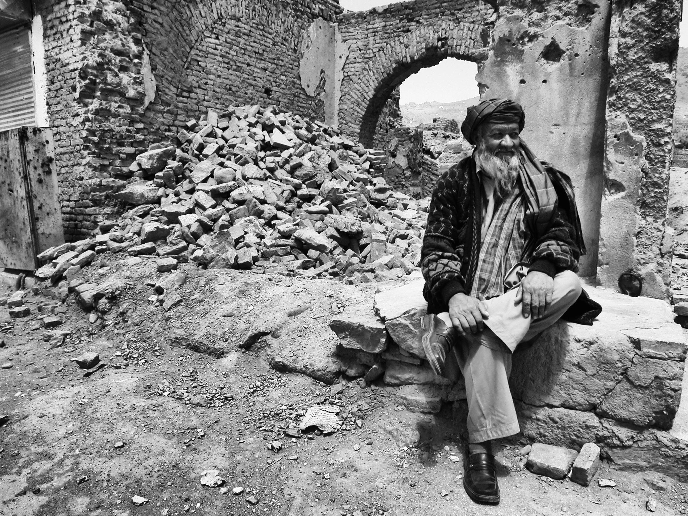 Le vieil homme et la ruine