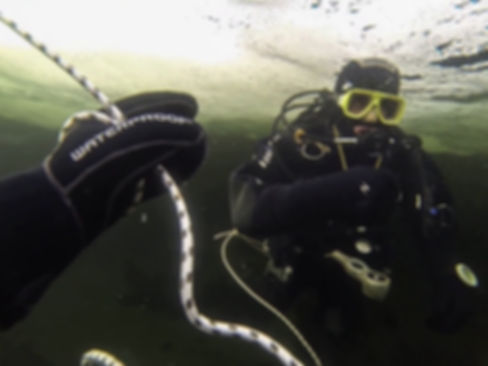 ice diving training.jpg