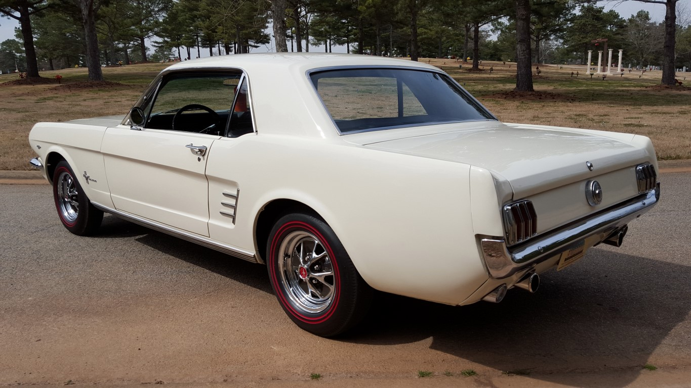 1966 Mustang Coupe White (34) (Medium)