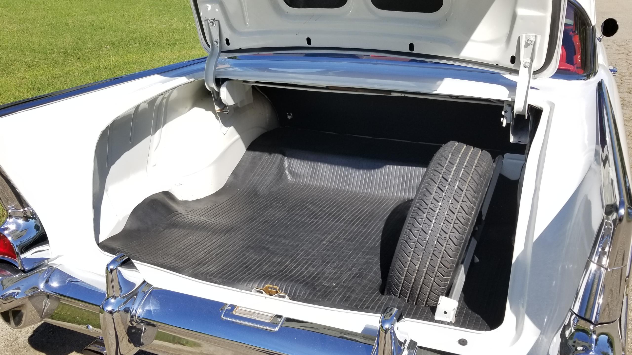 1957 Chevy Belair Hardtop White (43)