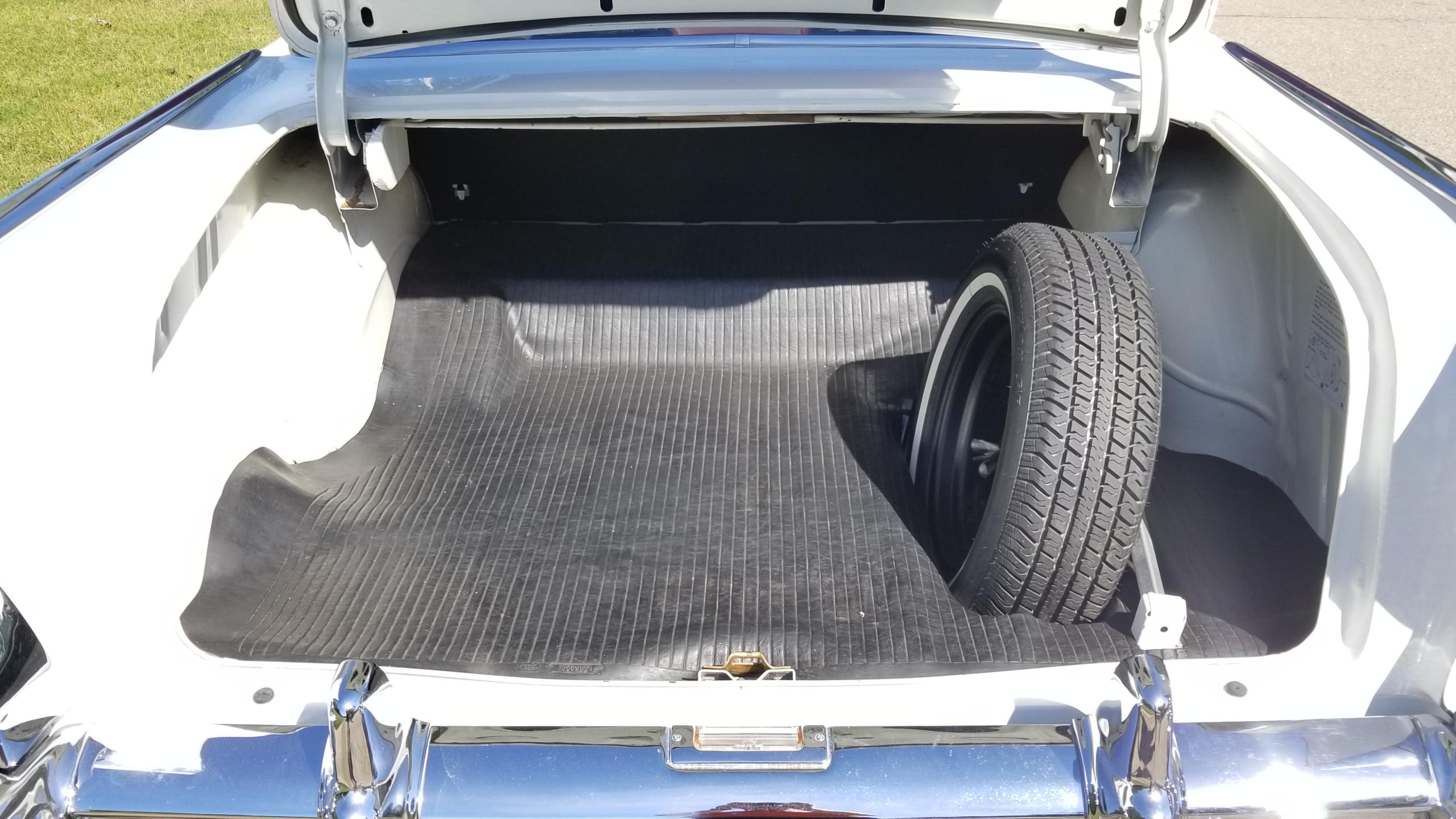 1957 Chevy Belair Hardtop White (40)