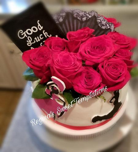Vanilla cake with fresh strawberries.